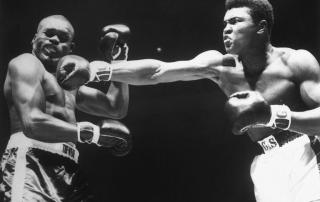 boxer-cassius-clay-punching-doug-jones-517427636-5989ef32d963ac0011f8ace5